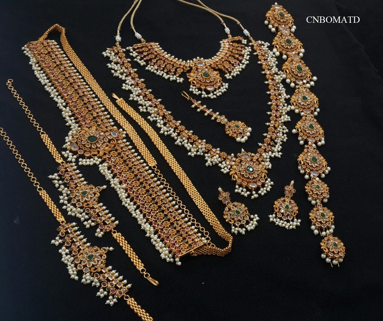 ETHNIC TEMPLE BRIDAL SET